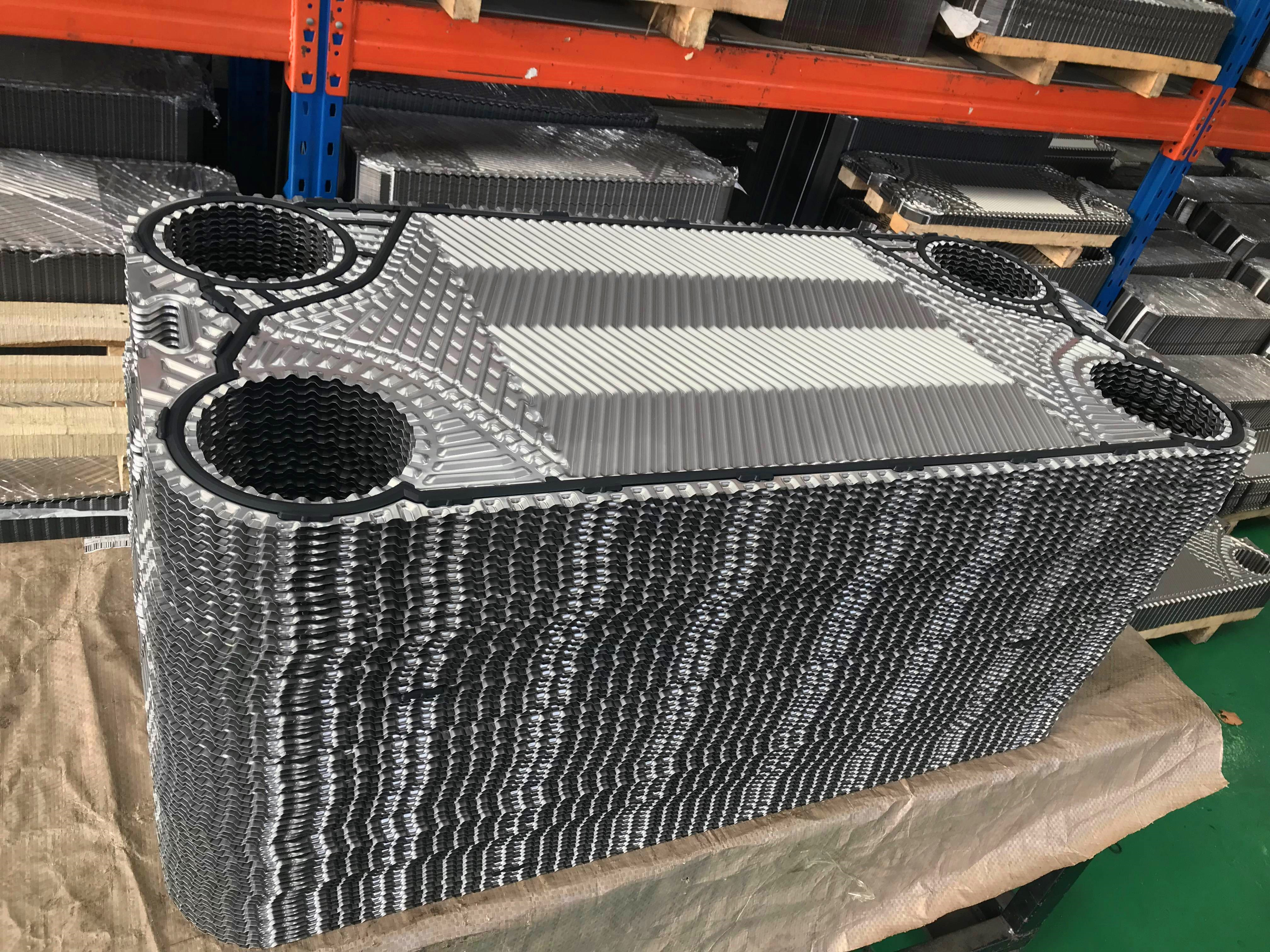 What is the difference between the corrugated herringbone and the horizontal corrugation on the plate heat exchanger