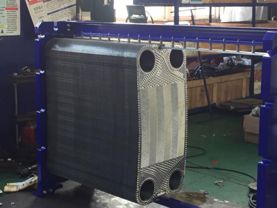 What is the difference between the hanging holes on the plate heat exchanger plate? What's the effect on heat exchange?